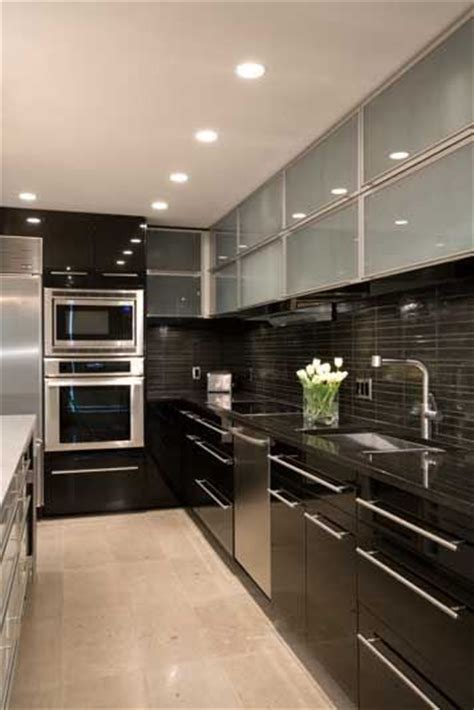 modern condo kitchen design decoracion de cocinas peque 241 as con detalles en acero 7593