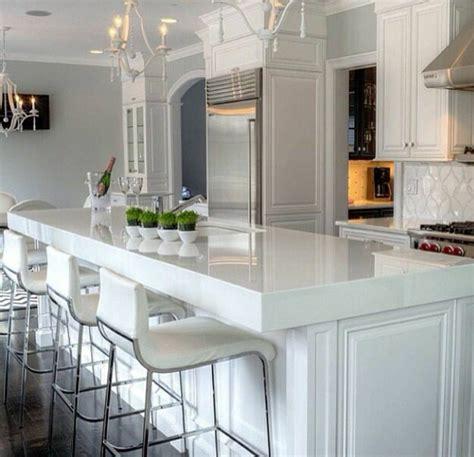chaise de cuisine en cuir blanc chaise cuisine moderne idées de design maison et idées