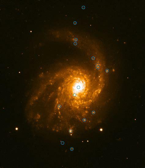 Galaxias espiral barrada | 1cursob15 / imagen del telescopio espacial hubble de la nasa de ngc 1672, que es una galaxia espiral barrada situada en la constelación de. Galaxia Espiral Barrada 2608 | Libro Gratis