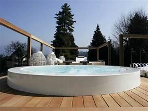 Mini Whirlpool Balkon : whirlpool im garten g nnen sie sich diese besonde art ~ Watch28wear.com Haus und Dekorationen