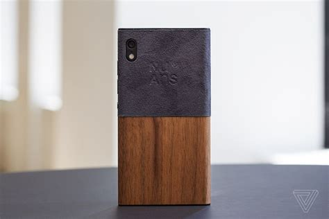 nuans s neo reloaded is a modular smartphone that puts