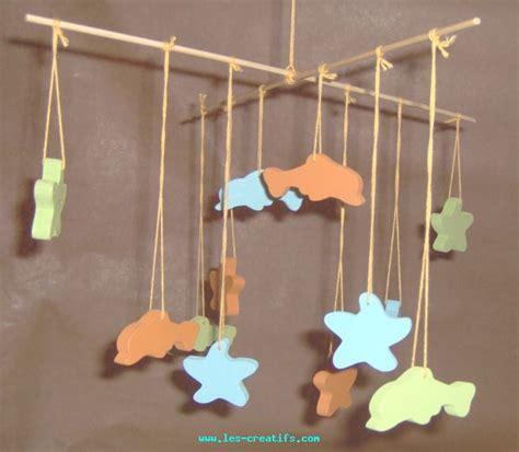mobile en bois pour chambre d enfant