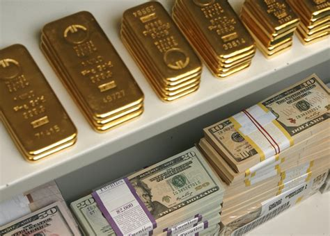dollar influence  gold prices   diminish