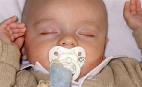 bebe dort dans transat 28 images il ne veut pas dormir