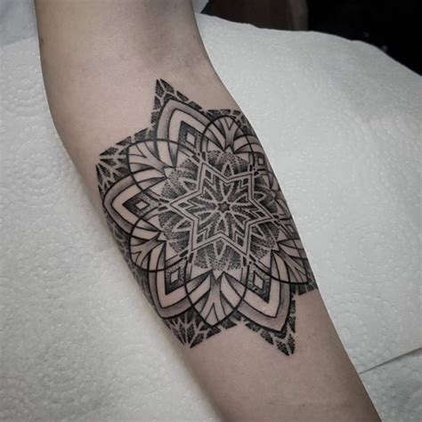 idees tatouage mandala bien  quun simple tattoo