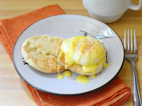 cuisine hollandaise how to hollandaise sauce genius kitchen
