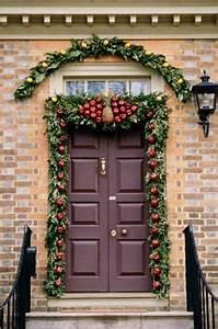 5 Elegant Christmas Doorways