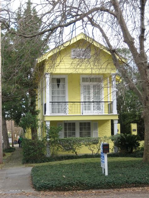 paint  house yellow images  pinterest exterior homes yellow houses  exterior