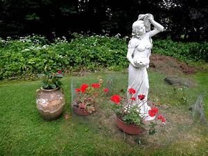 Statue Deco Jardin Exterieur : statue de jardin en pierre la porteuse de fleurs bras gauche le bon vivre ~ Teatrodelosmanantiales.com Idées de Décoration