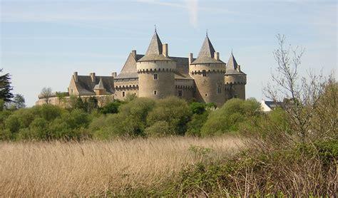 siege social traduction chateau fort