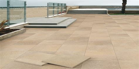 piastrelle per pavimenti esterni pavimenti per esterni piastrelle sottili posa su pavimenti