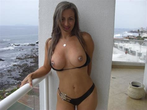 Hot Milf Flashing Her Tits On Vacation Private Milf Pics