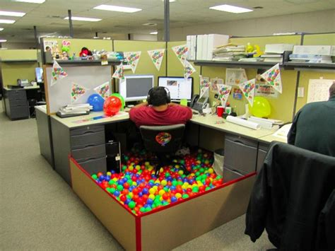Cubicle Decoration Ideas In Office by Cool Office Cubicle Decorating Ideas