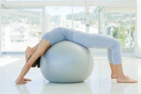 übungen mit pezziball 220 bungen mit dem pezziball 220 bung 3 gesundheit de
