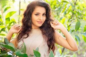 Actress Bhama Latest Stills-Photos - onlookersmedia