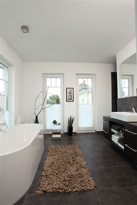 Moderne Badezimmer Böden by Badezimmer Mit Freistehender Badewanne Stadtvilla