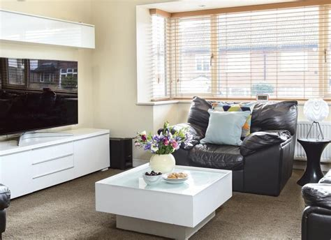 White Living Room Storage Furniture by Living Room With Leather Seats And White Gloss Furniture