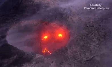 hawaii volcano captured smiling  eruption bored panda