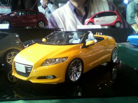 honda cr  convertible revealed  diecast form