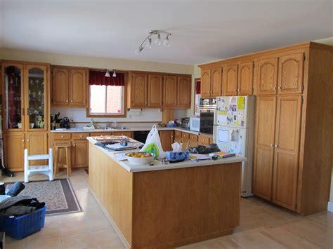 renover des armoires de cuisine armoires de cuisine en chêne nous les remettons a neuf