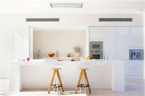 deco maison cuisine ouverte maison méditerranéenne aux influences originales à ibiza
