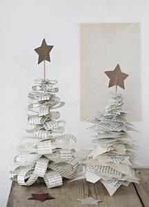 Weihnachtsbäume Aus Papier Basteln : diy weihnachtsdeko weihnachtsb ume aus zeitungspapier streifen selber basteln deko f r ~ Orissabook.com Haus und Dekorationen