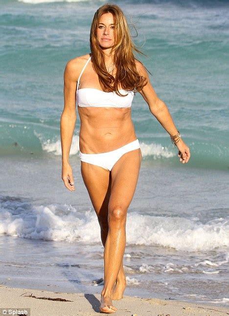 kelly bensimon shows  beach perfect bikini body