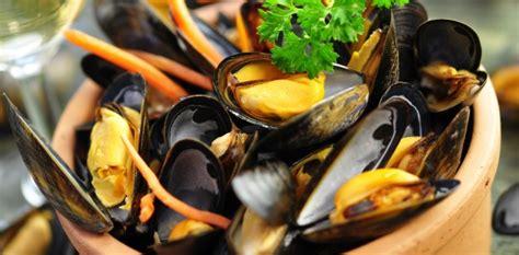 cuisiner les moules moules marinières à la crème fraiche aux fourneaux
