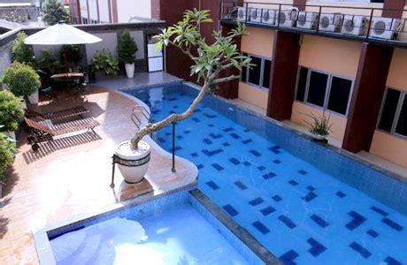 hotel bintang   jogja dekat malioboro  kolam