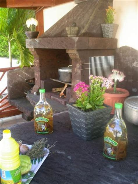 cuisine feu de bois cuisine d 39 été et barbecue de l 39 hébergement à vos marmites
