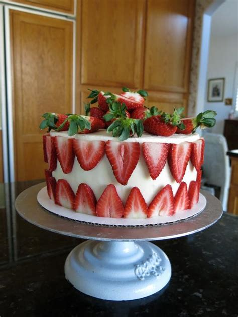 Cakes Decorated With Strawberries by You To See Strawberry Birthday Cake On Craftsy