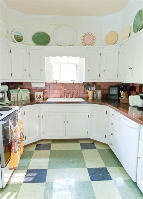 eclectic house   decorologist  kitchen