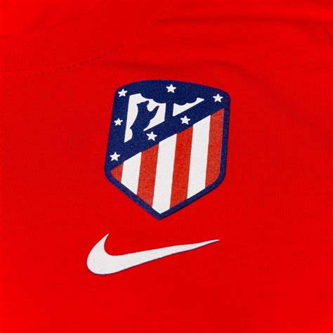 Los colchoneros unveiled a updated logo, as well as their new stadium. Jersey Nike Woman Atlético de Madrid Evergreen Crest 2020 ...