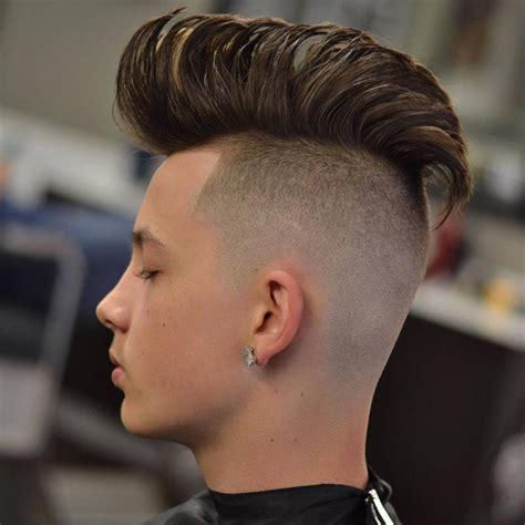 Männer Frisuren 2018  trendige Pompadour Frisur für