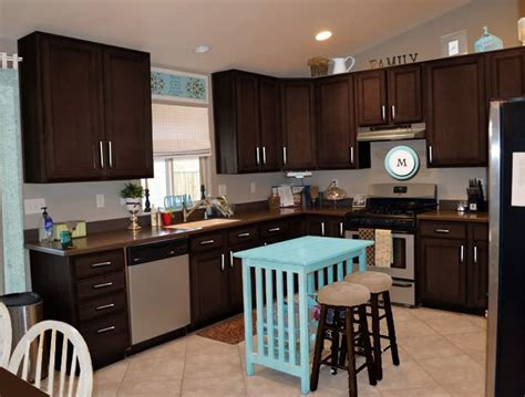 espresso color kitchen cabinets poll kitchen cabinets what color sweet shoppe