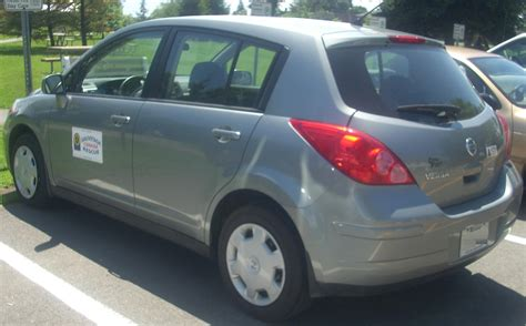 File:'07-'09 Nissan Versa Hatchback -- Rear (Ste. Anne De ...