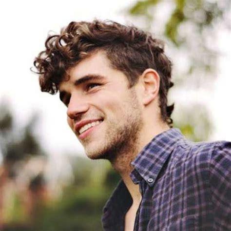 Hairstyles For Wavy Hair Boys by Best 25 Boys Curly Haircuts Ideas On Boys