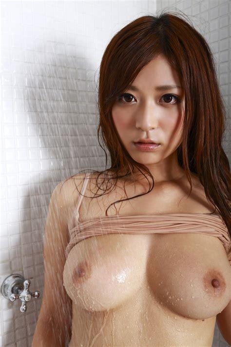 【巨乳エロ画像】ピチピチのチビtシャツ捲りあげたら神乳