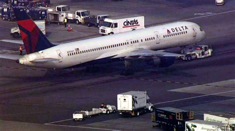 """Delta Flight Returns To Lax After """"systems Issue"""" Nbc"""