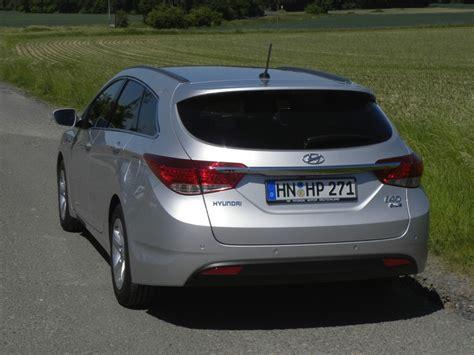 Dauertest Hyundai I40cw 1 7 Crdi Suzuki 1 2 2012 Zwischenstand by Galerie Hyundai I40 Blue 1 7 Crdi Style Heckansicht