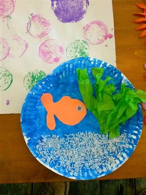 paper plate fish tank rice  sand green tissue paper