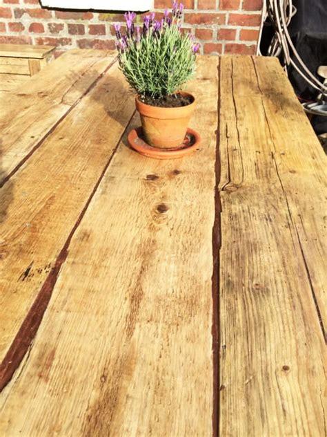 Tisch Aus Altem Holz by Gartentisch Aus Alten Baubrettern Handmade Kultur