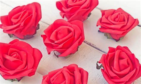 Cómo hacer rosas de goma eva de forma fácil paso a paso