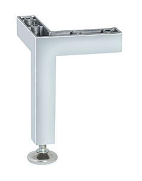 pied pour meuble de cuisine pied de meuble aluminium cuisinesr ngementsbains