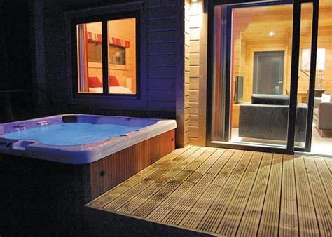 find romantic  luxury spa hotels  hot tubs  room