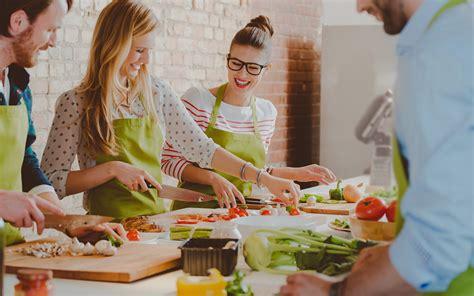 cours de cuisine a 2 cours de cuisine gastronomique avec les chefs relais