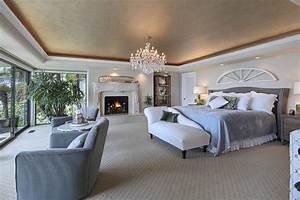 Kronleuchter Im Schlafzimmer : foto schlafzimmer chemin e innenarchitektur bett sessel kronleuchter ~ Sanjose-hotels-ca.com Haus und Dekorationen