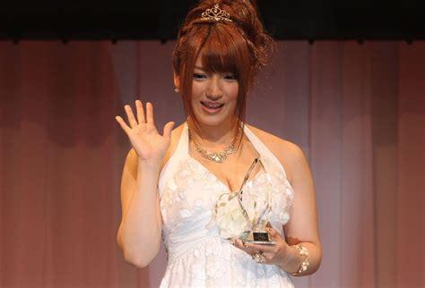 Shiori Kamisaki Takes Best Film Prize At 2012 Porn Awards