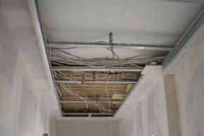 abgehängte decke kosten knauf decke abh 228 ngen elektroinstallation trockenbau anleitung