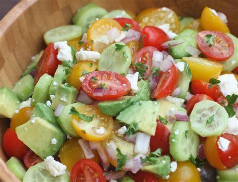 recette facile de salade de tomates concombre et avocat